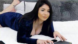 RyvaMaybel busty brunette camgirl
