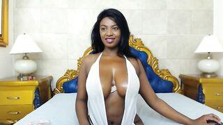 nahomy19 flashes big boobs